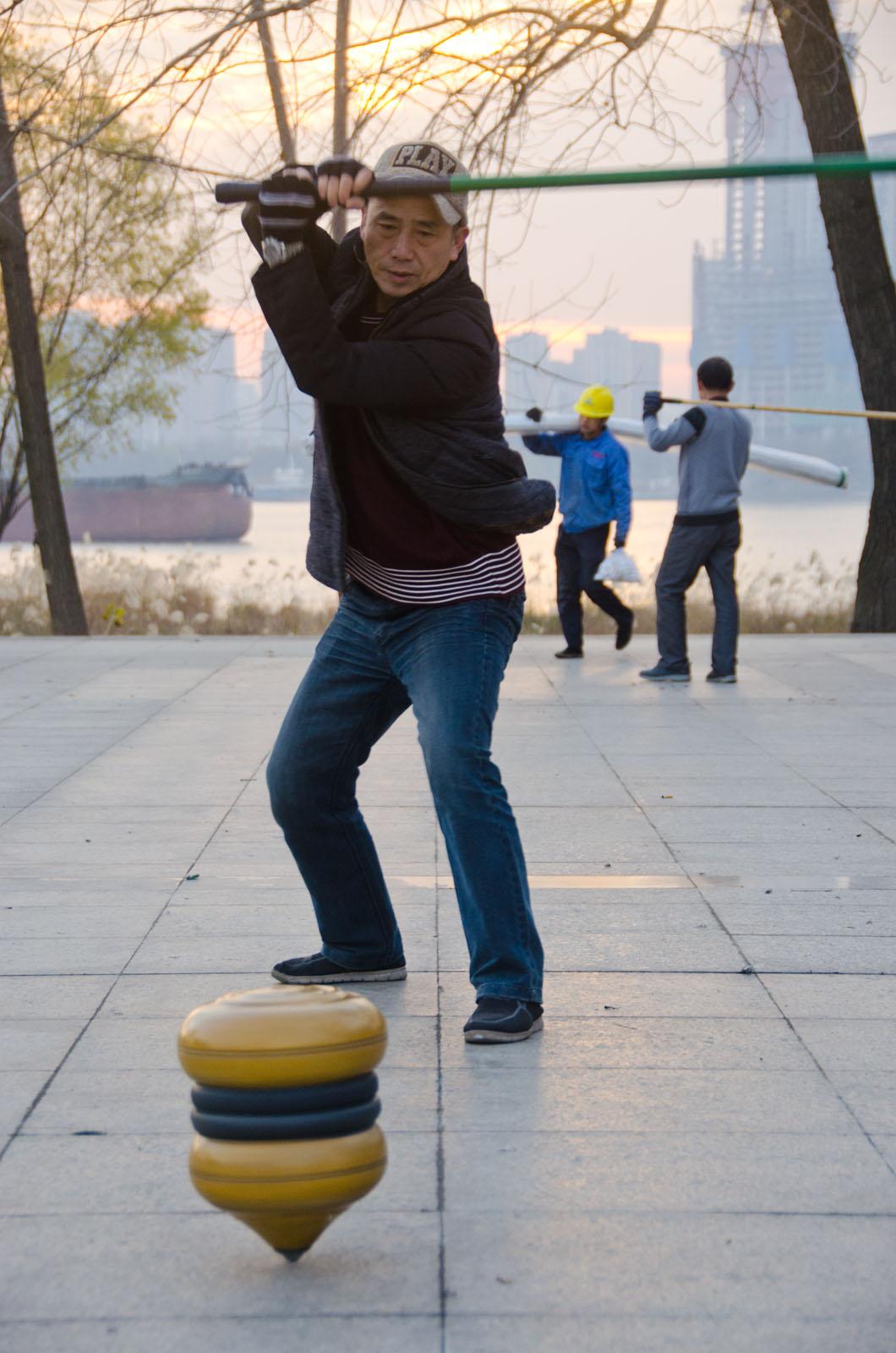 Joueur de toupie chinoise à Wuhan